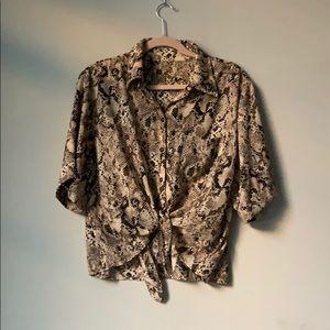 Tops - Pretty short blouse